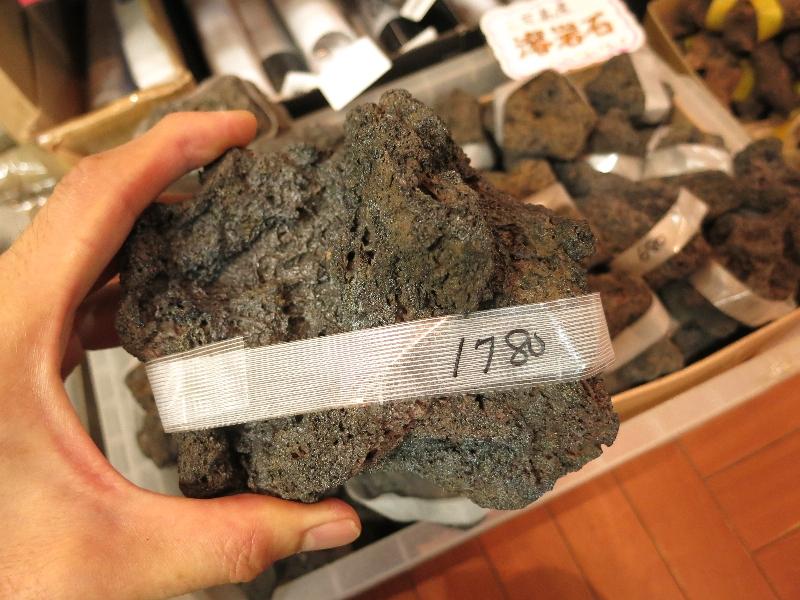 三宅島産溶岩など石が入荷しました!只今30%OFFセール中です